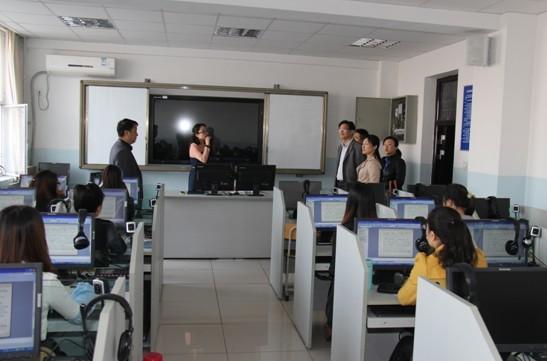 参观计算机辅助实验室
